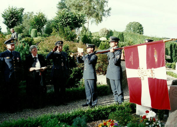 Commemoration at Gl. Rye Cemetery 30 August 1994. 50-years for the burial of the crew.